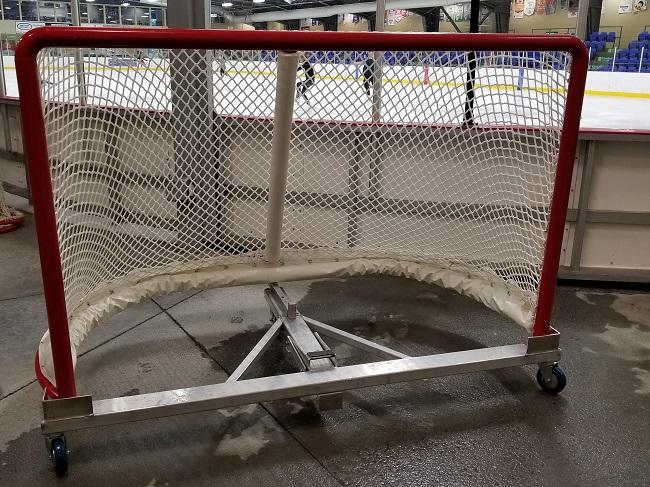 Déplacement des buts de hockey à l'aréna